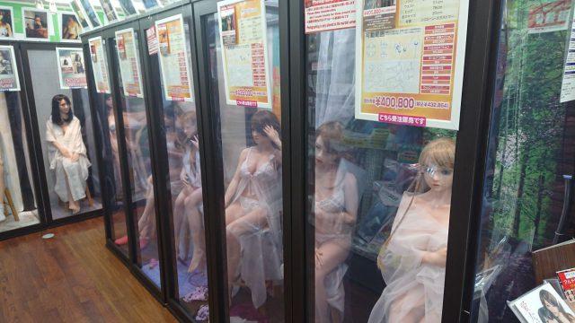 信長書店のアダルトグッズ・大人のおもちゃ売場のリアルドールショールーム