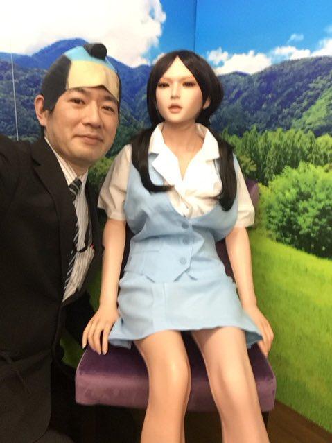 着せ替え撮影サービスなら大阪の信長書店日本橋店アダルトグッズコーナーへ!