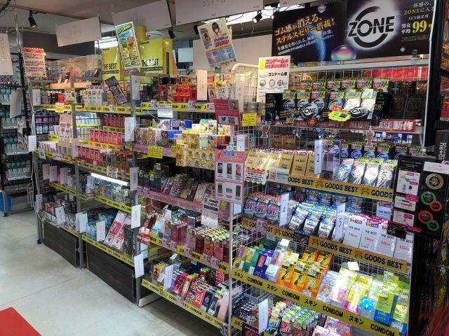 大人のおもちゃ、アダルトグッズのコンドームも信長書店日本橋店売場は広い!